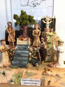 Výstava keramiky od seniorů ze Zelené Lípy v městské knihovně!